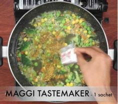 मैगी वेजिटेबल सूप कैसे बनाते है? Vegetable Maggi Soup Recipe in Hindi with Photo? [Step by step] Egg Soup Recipe, Soup Recipes, Cooking Recipes, Maggi Soup, Bhel Recipe, Shawarma Recipe, Blogger Help, Breakfast Bread Recipes, Build A Blog