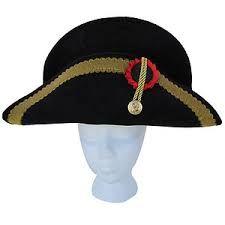 BICORNE: Sombrero, usado hacia 1795 en el traje masculino, en forma de media luna y con las alas plegadas una contra la otra , por lo que se podía llevar debajo del brazo.