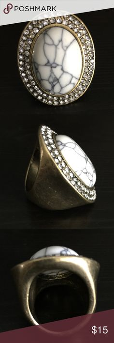 DI RESIN STONE & RHINESTONE RING SZ 7 Designer Inspired Golden Hammered Resin Stone Ring w/ Rhinestone Accents.  LAST ONE.   #JEWELRY #POSHMARK #BLING #RODEO #FASHIONISTA #COWGIRL #SOUTHWEST #ARIAT #AZTEC #WESTERN #CHIC #FAITH #RUNWAY #CROSS #TRIBAL #BOHO #KENDRA #NAVAJO #STELLA  #SOUTHERN #SPARKLE #CHIC #ISABELL 💞💞 Jewelry Rings