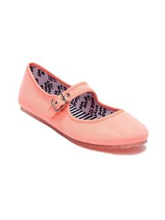 DV8 Tone Flat in Electric Coral – The Tone flat by Dolce Vita merges two supremely comfortable shoes – a sneaker and a ballet – for a near-perfect Mary-Jane! Adjustable buckle closure, slip-resistant jelly soles. Priced at $38!