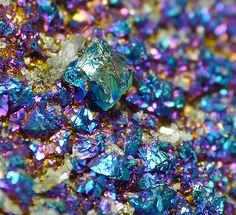 Chalcopyrite and Dolomite // Viburnym Trend District, Missouri, USA Cool Rocks, Beautiful Rocks, Beautiful Flowers, Minerals And Gemstones, Rocks And Minerals, Pretty Backrounds, Recipe For Christmas Ornaments, Rainbow Aesthetic, Mineralogy