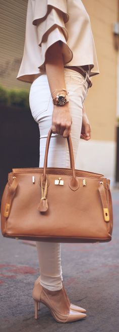 Bags & Handbag Trends : 40 Trendy Handbags For Ladies Who Love Fashion Trend To Wear Clothing Shoes Fashion Mode, Love Fashion, Womens Fashion, Fashion Trends, Modern Fashion, Runway Fashion, Latest Fashion, Luxury Fashion, Spring Summer Fashion