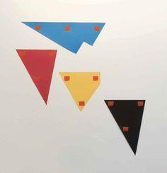 Niele Toroni, EMPREINTES DE PINCEAU N°50 À INTERVALLES DE 30 CM: CHUTE DE PAPIERS    2000  8 éléments, 2 présentations de 4  Courtesy Galerie Greta Meert