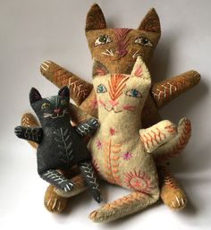 Embroidered Felt Cat Family to make by NancyNicholsonDesign Felt Cat, Cat Doll, Cat Crafts, Wool Applique, Soft Sculpture, Felt Animals, Softies, Craft Fairs, Cat Art