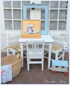 Maison de Marseille kindertafel  € 74,95 stoeltjes  € 49,95 brocant stoeltje  € 42,95. Cornelia's Home heeft nog veel meer leuke kindermeubeltjes!
