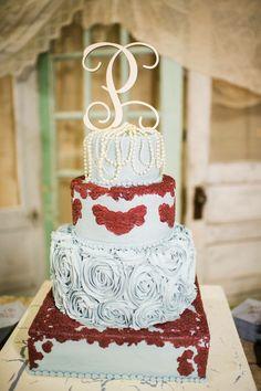 Vintage wedding. Winter wedding. Cranberry and dusty blue. Wedding cake.