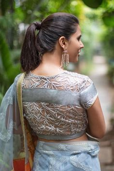 Net blouse designs are a huge rage! In this net blouse designs catalogue, there are net blouse back neck designs, boat neck blouse designs with net for you to pin! Kerala Saree Blouse Designs, Netted Blouse Designs, Blouse Back Neck Designs, Saree Blouse Patterns, Fancy Blouse Designs, Indian Blouse, Indian Sarees, Choli Designs, Indian Wear