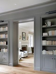 Gray paint and embedded bookshelves Peinture grise, bibliothèque encastrée