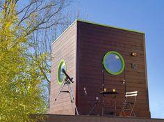 Nid douillet #cozy#nest -- Un observatoire - La tête dans les étoiles. Dans un lit en mezzanine, près du toit surmonté d'une coupole transparente pour observer le ciel à loisir. 3 destinations.  165 € le week-end pour 2 personnes. Carré d'Étoiles.