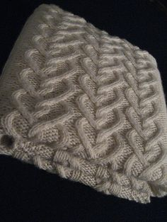 Baby Blanket free knit pattern - LOVE this heart cable!