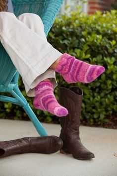 The Cherry Blossom Socks feature a simple lace cuff that folds over ribbing for a perfect fit. The merino and angora content of Angora Lace Knitted Slippers, Knitted Hats, Knitting Patterns Free, Free Knitting, Universal Yarn, Lace Cuffs, Knitting Videos, Stockinette, Knitting Socks