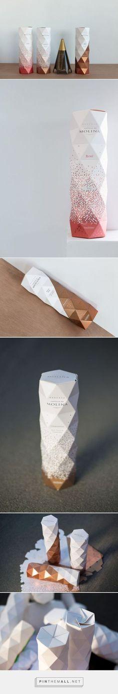 Castillo De Molina Origami packaging design by Non - http://www.packagingoftheworld.com/2017/01/castillo-de-molina-origami-packaging.html