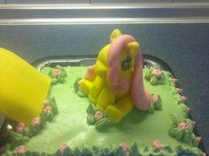 Konik My Little Pony fluttershy z masy cukrowej fondand