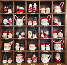 35 Festive Christmas Wall Decor Ideas that will Instantly Get You into the Holiday Spirit - The Trending House Christmas Door, Blue Christmas, Christmas Balls, Christmas Time, Christmas Wreaths, Christmas Ornaments, Christmas Ideas, Christmas Pictures, Christmas Stuff