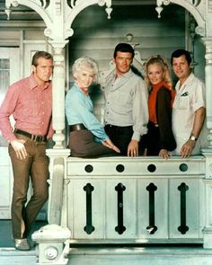 Lee Majors, Barbara Stanwyck, Peter Breck, Linda Evans and Richard Long