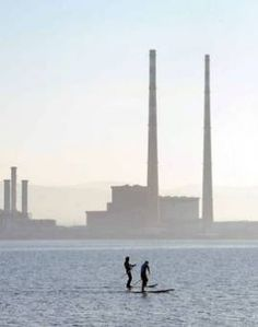 Reporter Eoghan McNeill takes to the streets to find out what people in Dublin think of proposed plans to knock down the Poolbeg Towers. Dublin Bay, Irish News, Archive Video, Beach Walk, Old Photos, How To Find Out, Red And White, Ireland, Coast