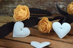 Υφασμάτινη Καρδιά 50τεμ Μέντα 4cm UHR4-08458-5  Υφασμάτινη καρδιά σε χρώμα μέντα.Συνδυάζονται με μεγάλη ποικιλία χρωμάτων και υλικών, για να σας δώσουν πρωτότυπες ιδέες και έμπνευση ώστε να δημιουργήσετε εύκολα και απλά δεκάδες διαφορετικά προϊόντα, όπως πασχαλινές λαμπάδες, μπομπονιέρες, κουτιά βάπτισης, λαδοσέτ κ.α.Διαστάσεις: 4cmΔιατίθενται σε συσκευασία 50 τεμαχίων. Band, Accessories, Sash, Bands, Orchestra