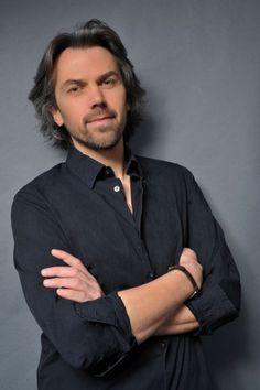 Aymeric Caron, journaliste et chroniqueur français People Icon, My Wish List, Journal, Portraits, Icons, Fan, Christmas, Fictional Characters, Columnist