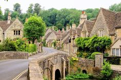 Cotswolds Tour & Return Coach Travel from London