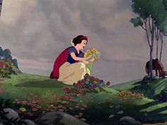 Screencap Gallery for Snow White and the Seven Dwarfs Bluray, Disney Classics). A beautiful girl, Snow White, takes refuge in the forest in the house of seven dwarfs to hide from her stepmother, the wicked Queen. Walt Disney Paris, Disney Love, Disney Magic, Film Disney, Disney Animated Movies, Disney Art, Snow White 1937, Snow White Seven Dwarfs, Disney And Dreamworks