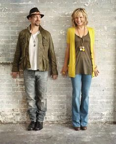 Always love Jennifer Nettles' hair; here I love her outfit too