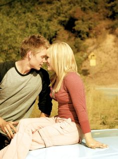 Hilary Duff & Chad Michael Murray as Sam & Austin in A Cinderella Story Cinderella Story Movies, Another Cinderella Story, Haylie Duff, Love Movie, Movie Tv, The Walk Dead, Chad Michael Murray, Movie Couples, Power Couples