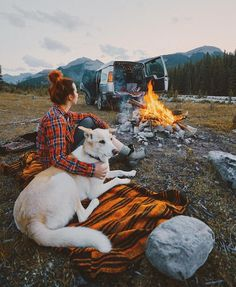 RV And Camping. Great Ideas To Think About Before Your Camping Trip. For many, camping provides a relaxing way to reconnect with the natural world. If camping is something that you want to do, then you need to have some idea Hiking Dogs, Camping And Hiking, Camping Life, Camping 101, Camping Dogs, Backpacking, Camping Sauvage, Destination Voyage, Camping Photography