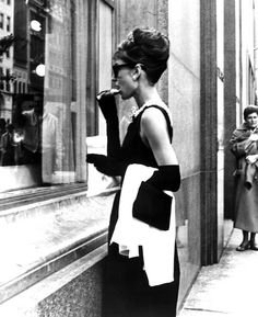 Audrey Hepburn, staring into the window at Tiffany's in NYC. Iconic image.