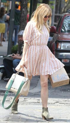 Sienna Miller Summer City Chic Fashion Look Boho Fashion, Fashion Looks, Fashion Trends, Fashion Styles, Daily Fashion, Pretty Outfits, Pretty Dresses, Pretty Clothes, Celebrity Dresses