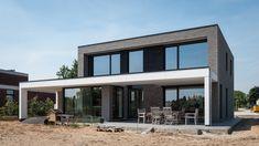 Architektenfirma arch_ID - House Floor Design, House Outside Design, Long House, Up House, Minimalist House Design, Modern House Design, Model House Plan, House Plans, Home Design Plans
