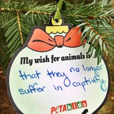 Check out this holiday activity with FREE printable ornament! #teachkindness #christmascraft