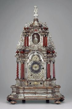 Table Clock with twisted columns and with a pendulum. Miniature of portrait of a women in the days of the 1700's. Clockmaker Franz Oschwald Schaffhausen -  1710