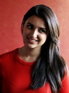 So Beautiful and Pretty Parineeti Chopra Indian Hairstyles, Hairstyles With Bangs, Cool Hairstyles, Beautiful Indian Actress, Beautiful Actresses, Parneeti Chopra, Priyanka Chopra Hot, Beauty Full Girl, Pure Beauty
