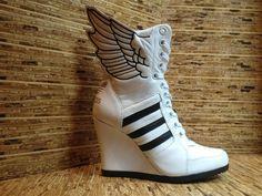 brand new 5da73 3279b Adidas x Jeremy Scott Women s Wings Wedge HI Zapatos Locos, Brooklyn,  Descarado, Zapatos