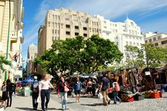 The famous fleamarket at Greenmarket Square. People Around The World, Around The Worlds, Heart Place, Leading Hotels, Cape Town South Africa, Home Again, Married Life, Old Photos, To Go