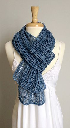 Perfect summer knitting project with a 2-row repeat that's easy to memorize. Also Classic Elite Yarns Firefly yarn is a mighty nice viscose/linen blend to work with in higher temps and humidity. #freepattern