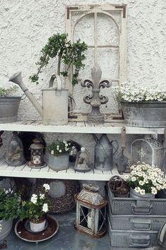 Adorable Antique Garden Décor Ideas 07 - Another! Vintage Garden Decor, Diy Garden Decor, Garden Art, Antique Decor, Garden Ideas, Balcony Decoration, Rustic Gardens, Outdoor Gardens, Salon Interior Design