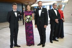Yesterday Crown Prince Frederik, Crown Princess Mary and Crown Prince Haakon attended the gala commemorating the 200th anniversary of the Norwegian constitution