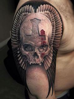 czaszka i skrzydła w tle tatuaz #tattoo