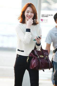 Sulli has shown us that the best accessory to wear is the widest happiest smile. :)