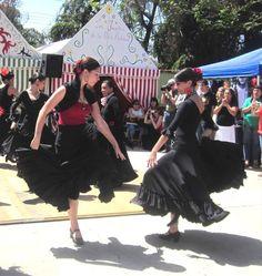 La Daniella y Laura en Sevillanas Tradicionales con Flamenco Olé!