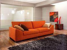 Sofa Modelo Divano en capri naranja con apoyabrazos diagonales. Patas de madera, placa soft de 25 a 30k a eleccion. Opcionales patas de aluminio. Mobili Deco
