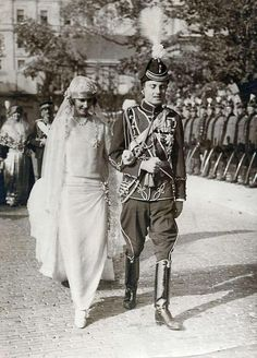 Wedding procession of Pss Olga of Greece and Denmark with prince Paul of Yugoslavia