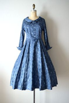 1950s dress . vintage 50s blue brocade dress by BlueFennel on Etsy Vintage  Móda 6799ed0b9f6