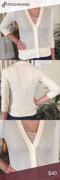 🎉SALE!🎉Ann Taylor V-Neck Cardigan - XSP Ann Taylor V-Neck Cardigan - XSP (XS Petite).  Off white/cream & very light taupe.  In great condition! Ann Taylor Sweaters Cardigans