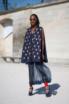 #MichelleElie rocking Delpozo. Paris.  #streetstylebijoux, #streetsyle, #bijoux