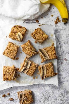 Learn how to make healthy vegan oat bars. These easy plant based breakfast bars are made with no oil and no refined sugar. Homemade Oat Squares with bananas. Healthy wfpb eating easy made. Great way to eat more oat recipes #veganoatbars #veganoats #veganbars #veganbreakfast #breakfastbars Vegan Granola Bars, Vegan Oatmeal, Oat Bars, Oatmeal Bars, Quick Vegan Breakfast, Breakfast Bars, Breakfast Recipes, Oats Recipes, Vegan Recipes Easy