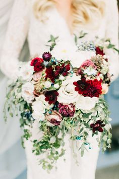 fall wedding bouquets - photo by Jenna Bechtholt http://ruffledblog.com/modern-romantic-wedding-with-shades-of-grey