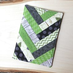 French Braid Mug Mat — Crafty Staci Patchwork Quilt Patterns, Mug Rug Patterns, Quilt Patterns Free, Small Sewing Projects, Sewing Crafts, Braid Quilt, Mug Rug Tutorial, Herringbone Quilt, Braid Patterns