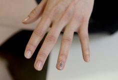 Jenny Packham Fall 2014 Ready-to-Wear nail art